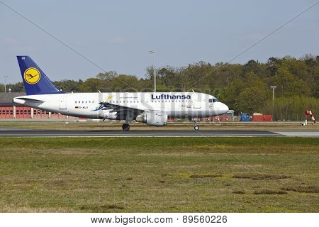 Frankfurt Airport - Airbus A319-100 Of Lufthansa Takes Off