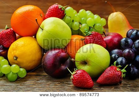 Fruits. Mango, Lemon, Plum, Grape, Pear, Orange, Apple, Banana, Strawberry