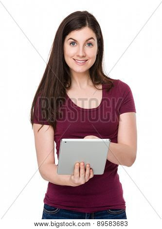 Brunette woman use of tablet