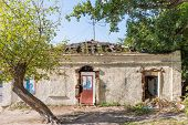 pic of abandoned house  - An abandoned and ruined house in kharkiv - JPG
