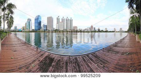 180 degree panorama of the lake in the city