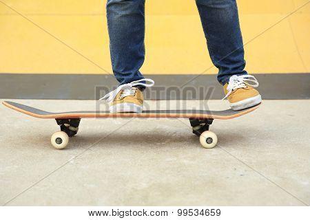 closuep of skateboarder legs skateboarding at skatepark