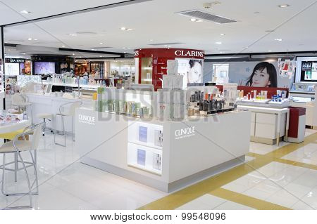 HONG KONG - JUNE 01, 2015: shopping center interior. In Hong Kong a wide selection of clothing boutiques, designer flagship stores, restaurants, daily shows and exhibitions
