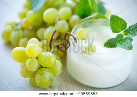 Home Sweet Yogurt With Fresh Grapes