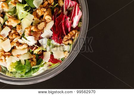 salad with walnut