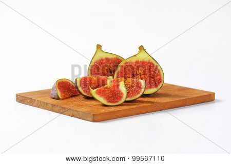 Fresh figs cut into halves and wedges