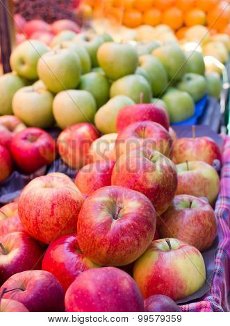 Apples Om Sale