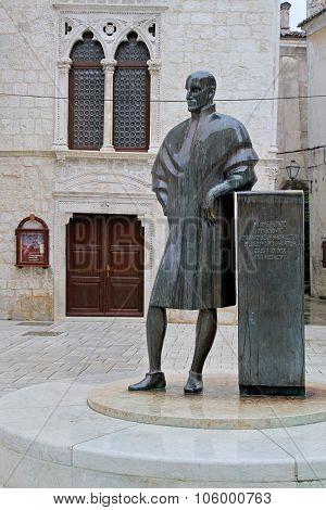 Frane Petric Statue