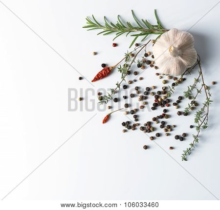 Garlic with dry pepper and chili