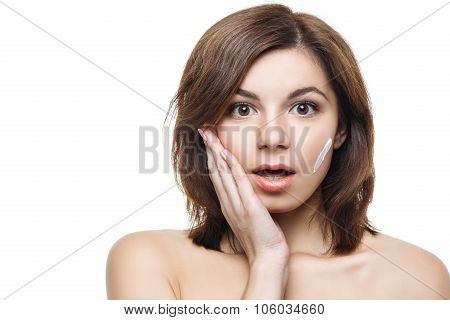 Beauty woman applying cream on her face