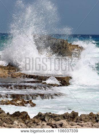 Breaking waves in Cancun