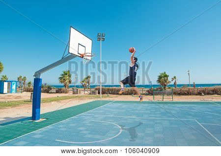 Lefty Slam Dunk By The Sea