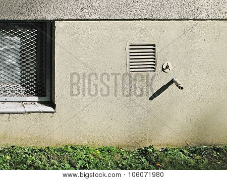 Water outlet and ventilation detail