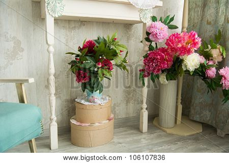Design Vintage Interior With Artificial Flowers