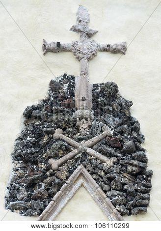 Crossed bones and skull