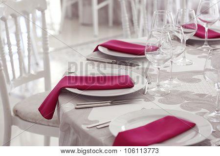 Elegant Wedding Table Arrangement