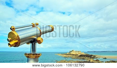 Saint-Malo, telescope pointing national's fort (Brittany France).