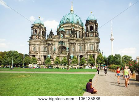 Yong Women Walking Past Great Structure Of The Berliner Dom