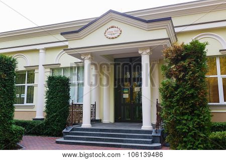 Green Side House In Mezhyhirya
