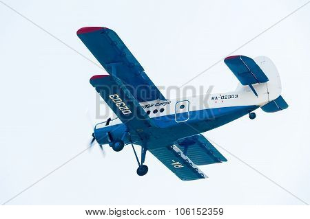 antonov an 2 airplane flyes