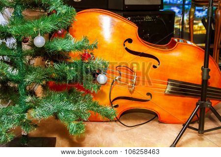 Preview Bass Lies Under The Tree Christmas Decorations