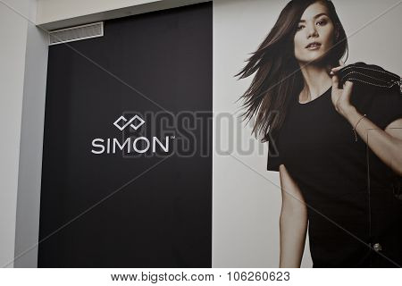 Indianapolis - Circa October 2015: Simon Property Group Logo In A Mall I