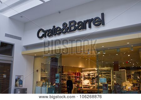 Indianapolis - Circa October 2015: Crate & Barrel Retail Store In Indianapolis III