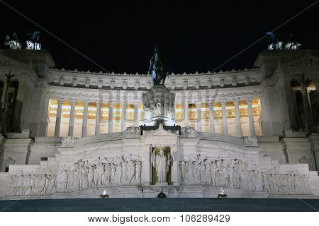 The Monumento Nazionale a Vittorio Emanuele II at night