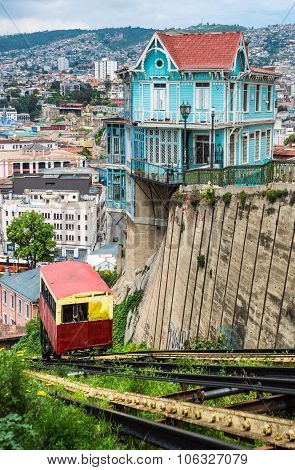 Valparaiso, Passenger Carriage Of Funicular Railway