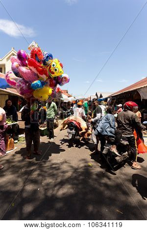 Peoples In Traditional Marketplace Tomohon City