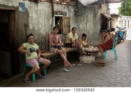Indonesian Woman Peel Garlic In Manado Shantytown