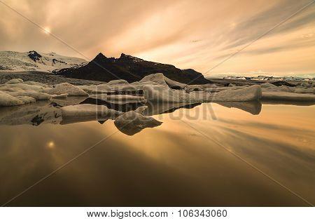 Photo Midnight On The Lake Jokulsarlon