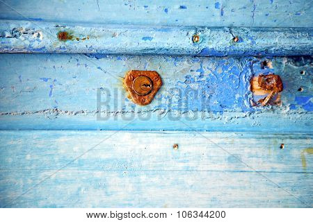 Rusty Metal       Stripped Paint In The Blue   Knocker