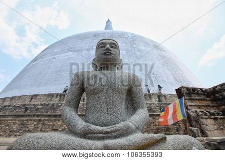 Anuradhapura, Dagoba Ruvanvelisaya, Budha