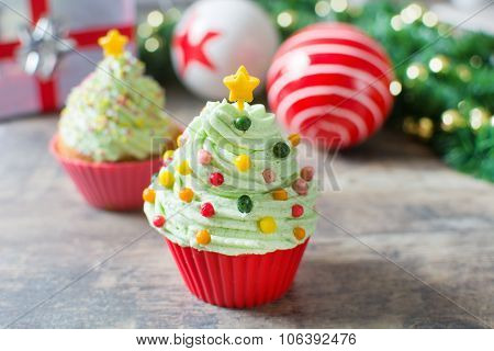 Christmas tree cupcakes and Christmas decoration