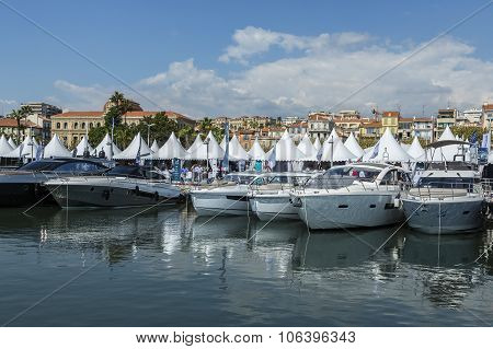 Cannes, France - September 9Th, 2015. Yachts Anchored In Port Pierre Canto At The Boulevard De La Cr