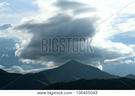 threatening cloud mountain