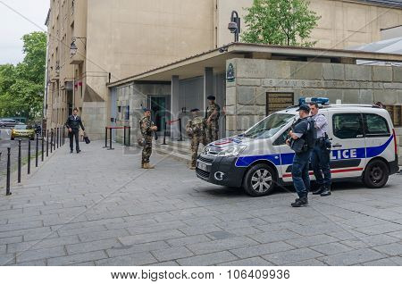 Security at Shoah Memorial in Paris