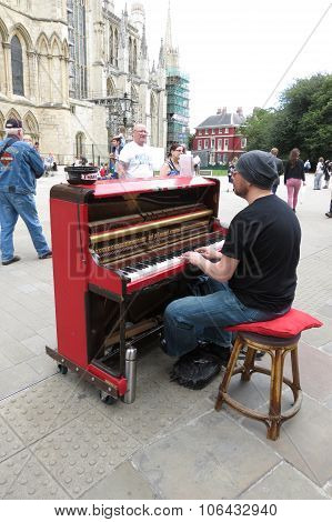 Karl Mullen Street Piano Player