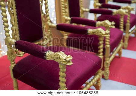 throne with velvet trim