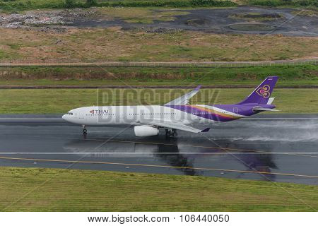 Thai Airway Landing At Phuket In Raining Day