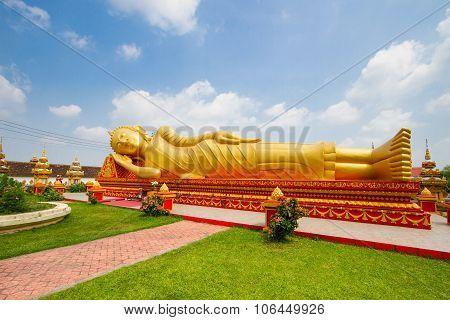 Buddha statue at Wat Pha That Luang