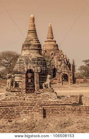 Bagan - small pagodas