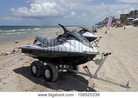 Banana Boats For Rent On Fort Lauderdale Beach