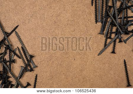 Screws on the diagonal of wood plate