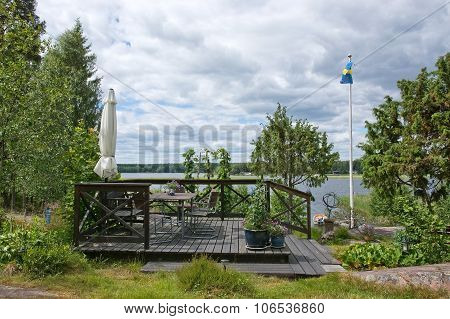 Seating area with parasol and Swedish flag