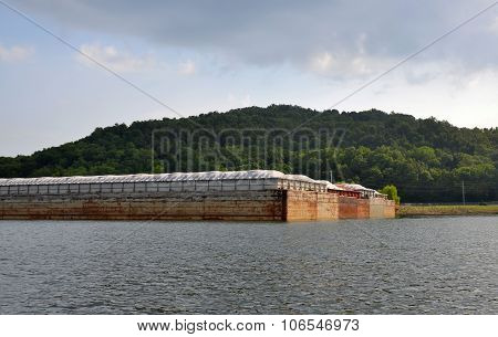 Barge ready to fill