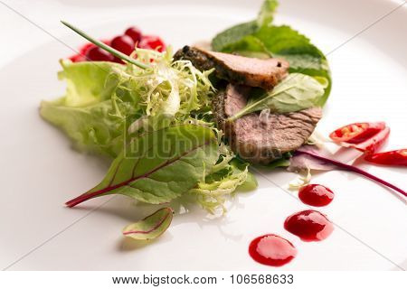 Fresh Warm Salad With Roasted Beef