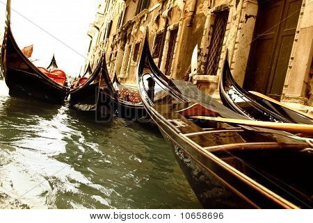 Picture of a traditional Venice gondola ride