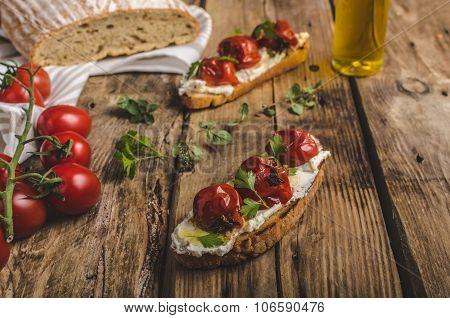 Homemade Sourdough Bread With Roasted Tomatoes